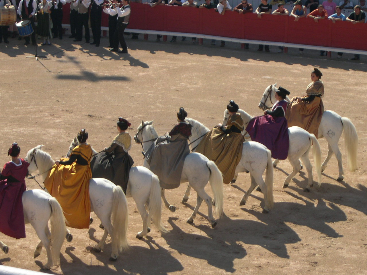arlesiennes_a_cheval_vauvert