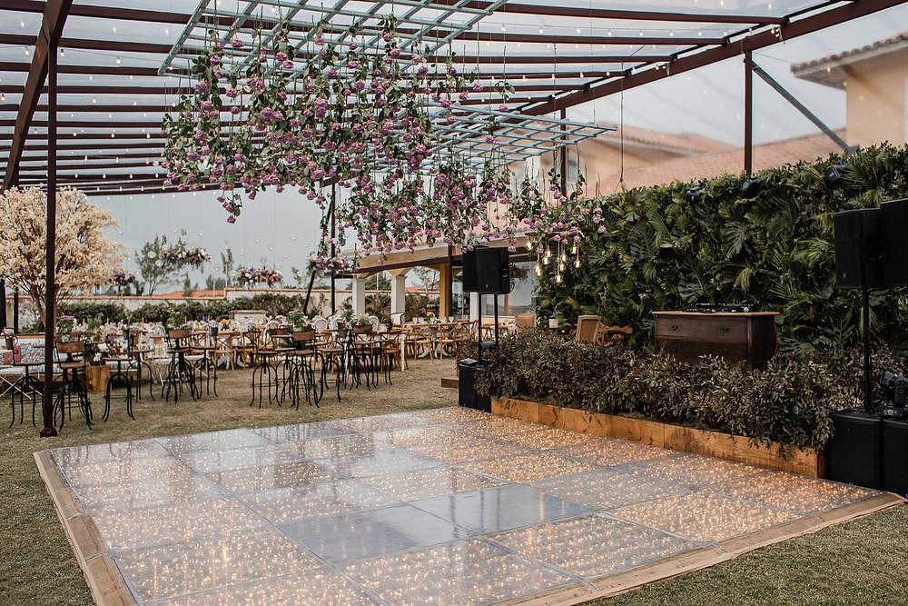 O que o projeto de decoração de casamento envolve e como garantir o clima que imaginam no budget | douxmariage.com.br/blog