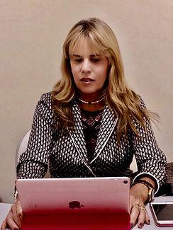Claudia Mota Apple.jpeg