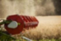 Зерноуборочный комбайн на поле