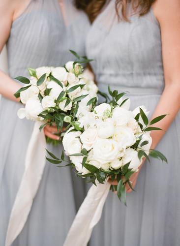 White_and_Dusty_Blue_Wedding_France_©_Ol