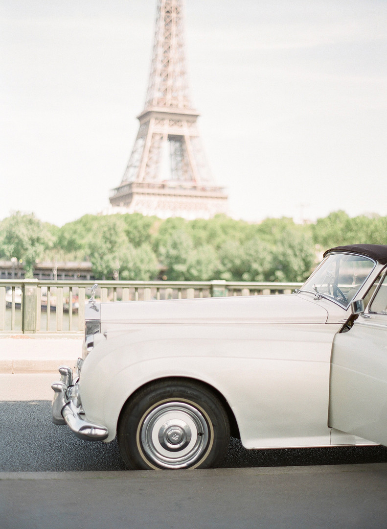 White_and_Dusty_Blue_Wedding_France_©_Ol