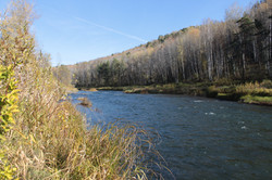 Река Бердь. Правее скала Черквушка