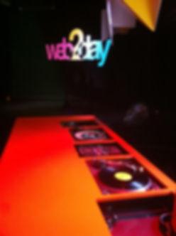 Scénographie numérique et dj booth surmesure pour l'événement Web2day au Lieu unique. L'ensemble de l'aménagment a été conçu et réaliser par le Studio AA.