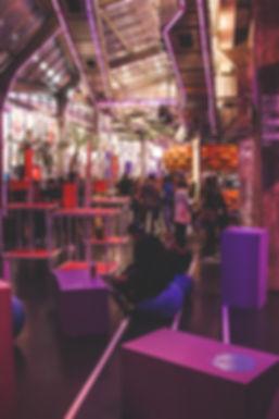 Scénographie du Studio AA por le réseau social Meetup pour l'occasion de l'eur événement à la Stereolux. Mobiliers sur mesure, Signalétique, Branding.