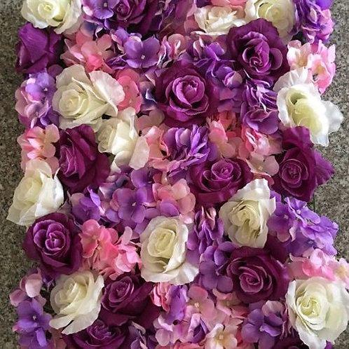 Стена из искусственных цветов фиолетовая