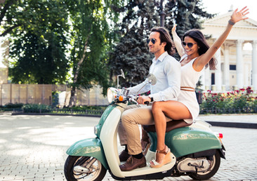 happy-couple-riding-a-scooter-in-old-eur