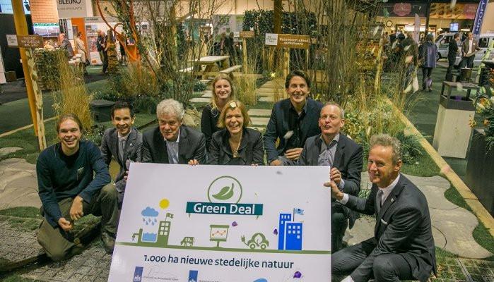 Branchevereniging VHG en NL Greenlabel tekenen Green Deal stedelijke natuur