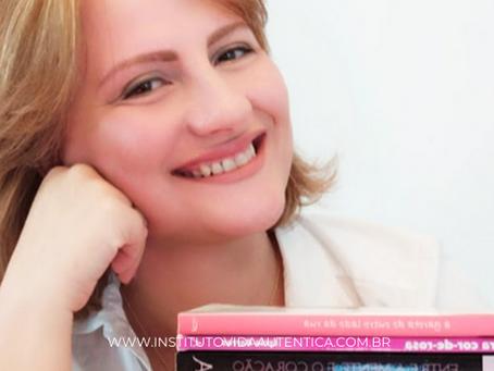 Entrevista com Romancista Lycia Barros