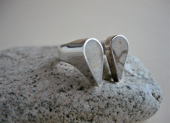 Ring versteend koraal, twee druppels