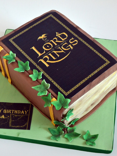 Lord of the ring themed cake
