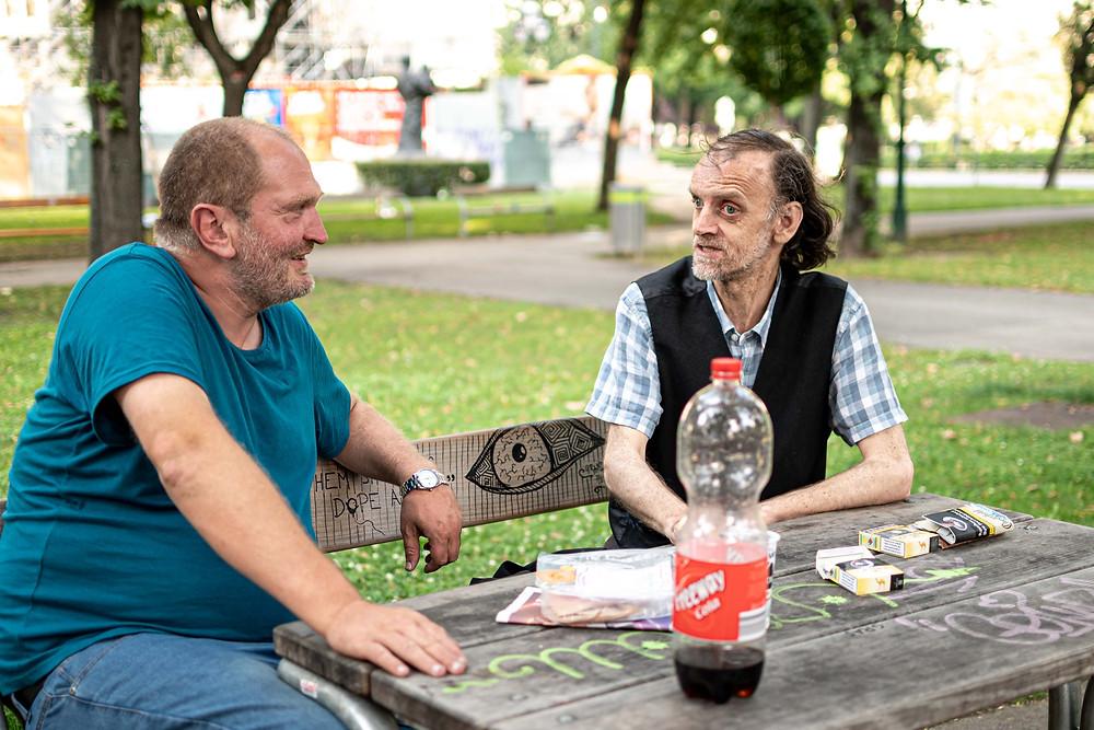 Christian und Dieter plaudern im Votivpark.