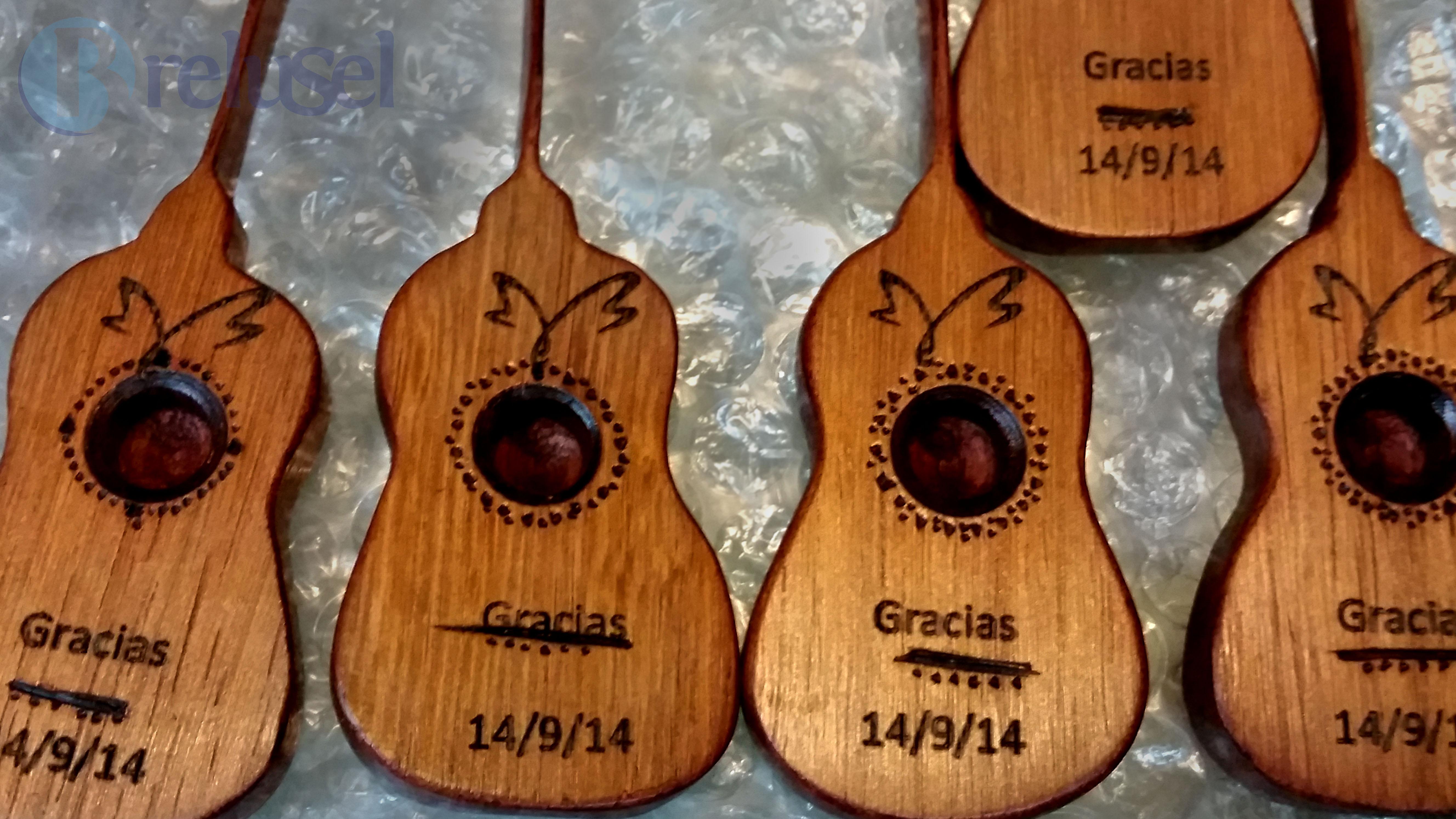 Grabado en souvenirs de madera