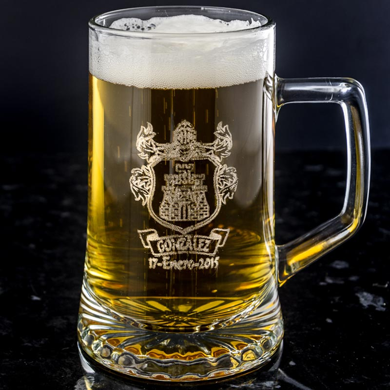 jarra-de-cerveza-con-logo-grabado-1