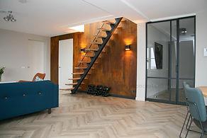 Interieuradvies Bunschoten-Spakenburg. Roestmuur. Roestwand. Stalen trap. Stalen deuren -C-Style Concepts