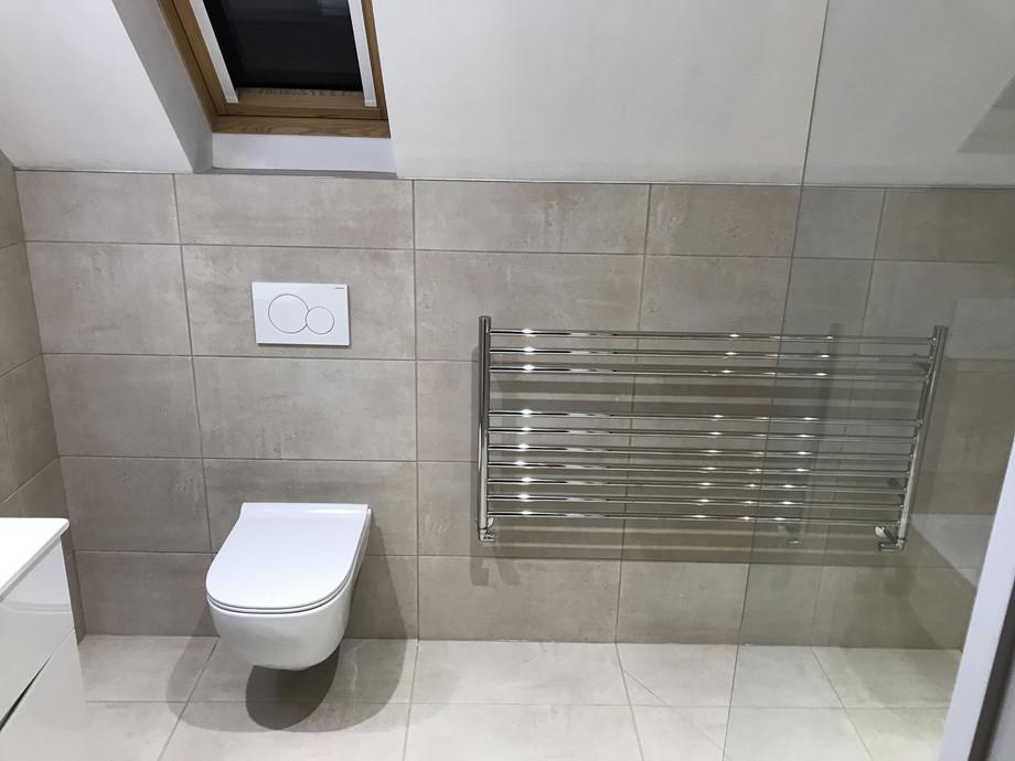 Horizontal heated towel radiator