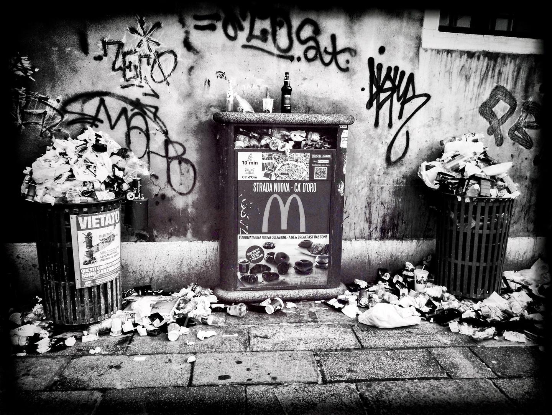 Litter in Venice