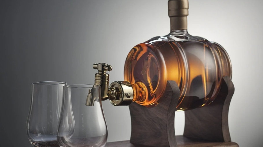 BARRELL DECANTER WITH 2 GLASSES