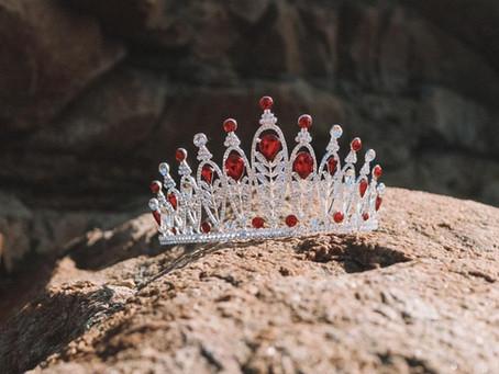 Nous vous dévoilons les couronnes régionales de la catégorie Miss !
