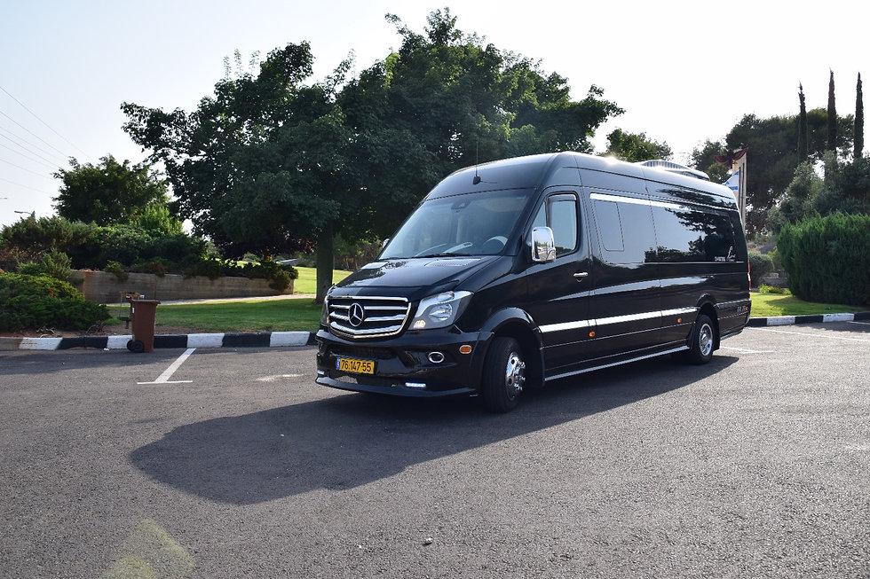 מיניבוס מרצדס שחור חדש מפואר להסעת 20 נוסעים