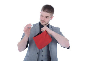 Why you should hire a professional magician instead of an amateur