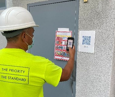 construction worker scanning qr code for health screening