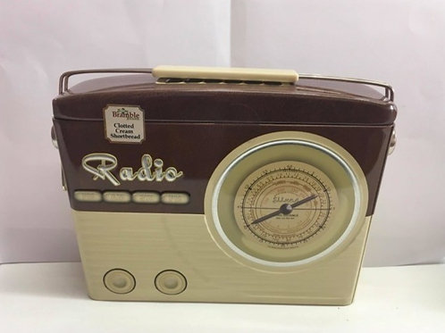 BROWN RETRO RADIO TIN WITH CLOTTED CREAM SHORTBREAD MELTS