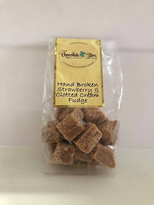 Strawberry and Clotted Cream Fudge (150g Bag)
