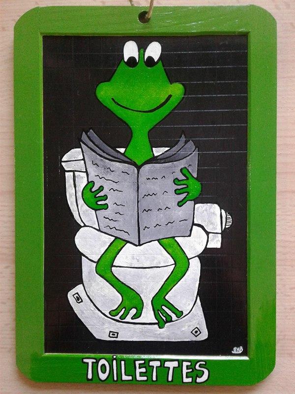 une grenouille aux toilettes !