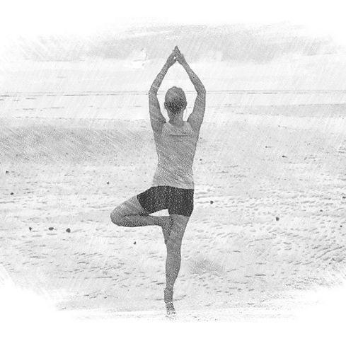 Yogaonbeachsketch_edited.jpg