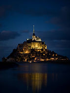 le-mont-st-michel-general-view-by-night.