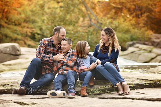 Gerrish Family. David Fortier River Park, Olmsted Falls, OH Photoshoot
