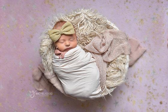 Bay Village Newborn | Short and Sweet Newborn session with Emma, 3 weeks new