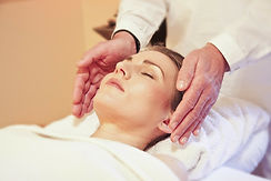 woman receiving reiki therapy spa