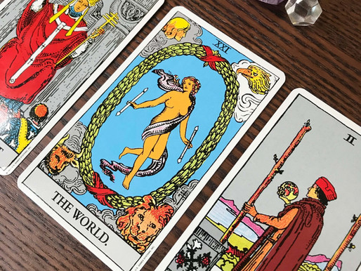 What Happens In A Tarot Card Reading? What To Expect & How To Prep