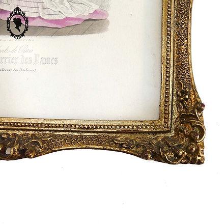5-Cadre-romantique-doré-avec-dessin-Peti