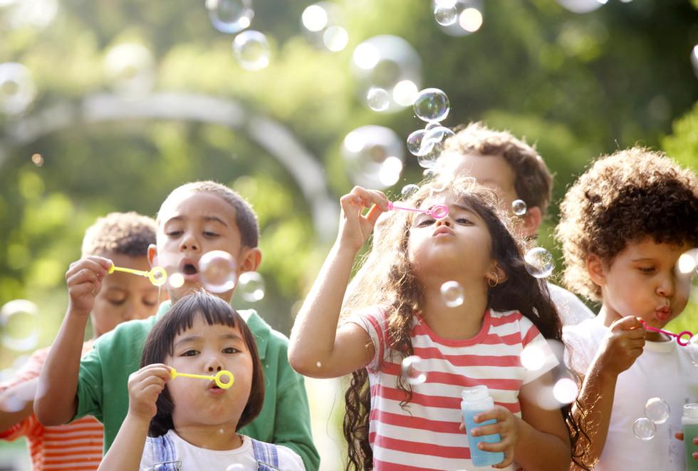 Bambini Blowing Bubbles