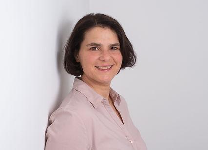 Saskia Tokarz ist eine Logogpädien und therapiert Kinder und Erwachsene in Stuttgart in der Logopädie Saskia Tokarz