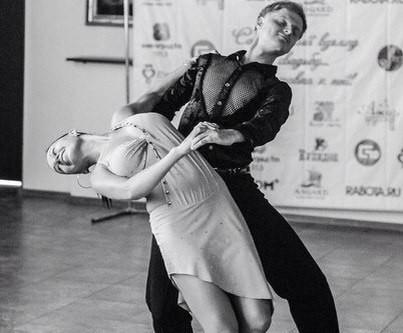 Виталий Любый варит кашу и танцует!