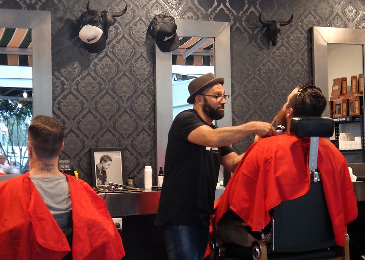 at-the-barber_t20_WK1yY4.jpg