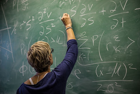 master-teacher-at-work-teaching-math-on-