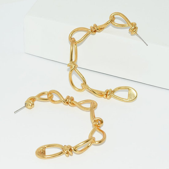 Large Twisted Link Hoop