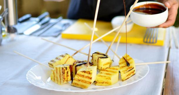 Pinya a la brasa amb mel de canya