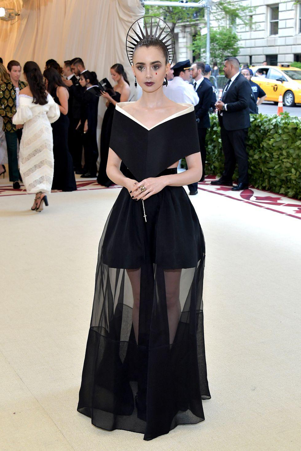 Lily Collins au Met Gala 2018