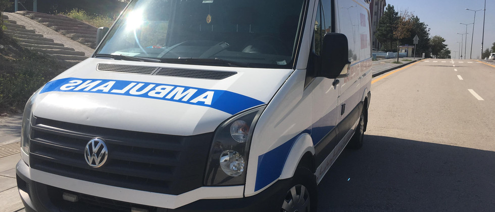yolda hasta nakil ambulansı