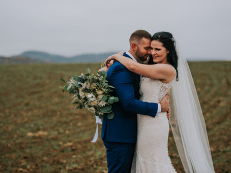 Courtney + Jarred Say 'I Do' at the Old Glory Schoolhouse | Kentucky Wedding Photographer