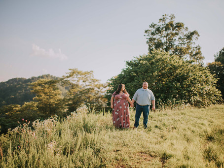 Sweet Summer Engagement in the Mountains   Kentucky Engagement Photographer