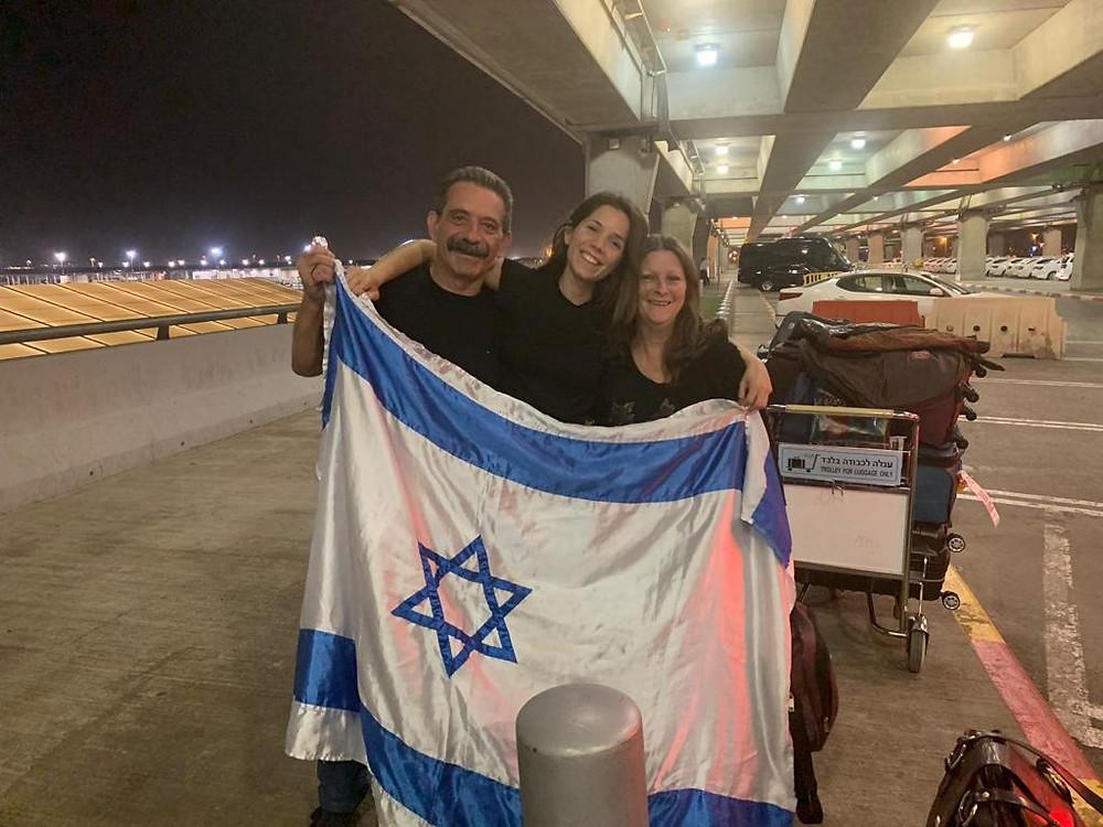 Recibimiento de nuestra hija en el aeropuerto Ben Gurión, Israel.