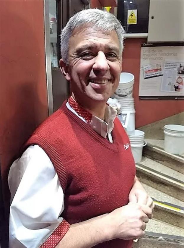 Gabriel Fama, uno de los dueños de esta histórica heladería artesanal.