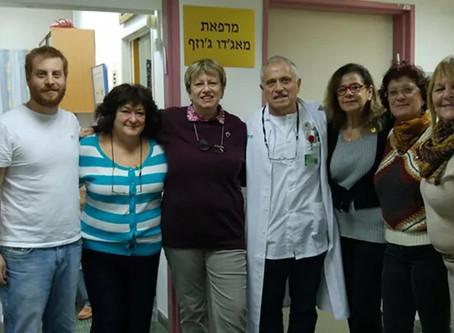 Ayudamos en hebreo, pero trabajamos en castellano